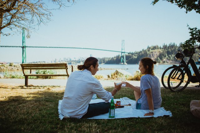 Couple having picnic in from of Lionsgate bridge